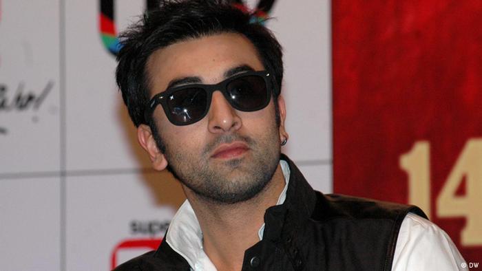 Indien Filmpremiere des Bollywoodfilms Barfi im indischen Kolkata (DW)