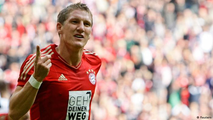 Bayern Munich's Bastian Schweinsteiger celebrates a goal against FSV Mainz 05 during the German Bundesliga first division soccer match in Munich September 15, 2012. REUTERS/Michaela Rehle (GERMANY - Tags: SPORT SOCCER) DFL RULES TO LIMIT THE ONLINE USAGE DURING MATCH TIME TO 15 PICTURES PER GAME. IMAGE SEQUENCES TO SIMULATE VIDEO IS NOT ALLOWED AT ANY TIME. FOR FURTHER QUERIES PLEASE CONTACT DFL DIRECTLY AT + 49 69 650050