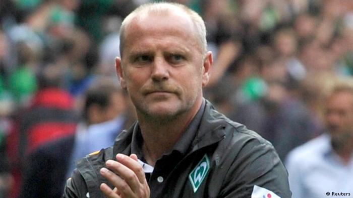 Werder Bremen head coach Thomas Schaaf applauds to supporters after their German first division Bundesliga soccer match against Hamburg SV in Bremen September 1, 2012. REUTERS/Morris Mac Matzen (GERMANY - Tags: SPORT SOCCER) DFL RULES TO LIMIT THE ONLINE USAGE DURING MATCH TIME TO 15 PICTURES PER GAME. IMAGE SEQUENCES TO SIMULATE VIDEO IS NOT ALLOWED AT ANY TIME. FOR FURTHER QUERIES PLEASE CONTACT DFL DIRECTLY AT + 49 69 650050