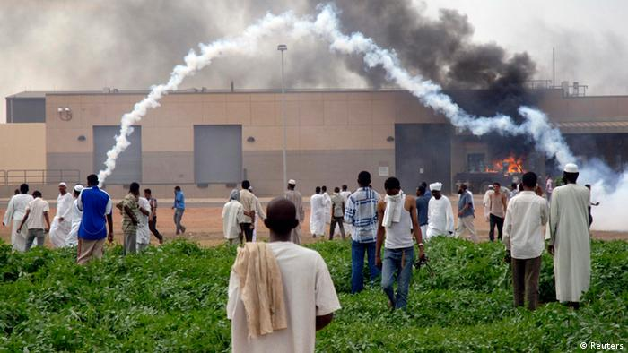 Sudanese demonstrators attack the U.S. embassy in Khartoum September 14, 2012. Three people were killed on Friday during a demonstration against an anti-Islam film outside the U.S. embassy in Sudan, Sudan's state radio said. REUTERS/Stringer(SUDAN - Tags: POLITICS CIVIL UNREST RELIGION)