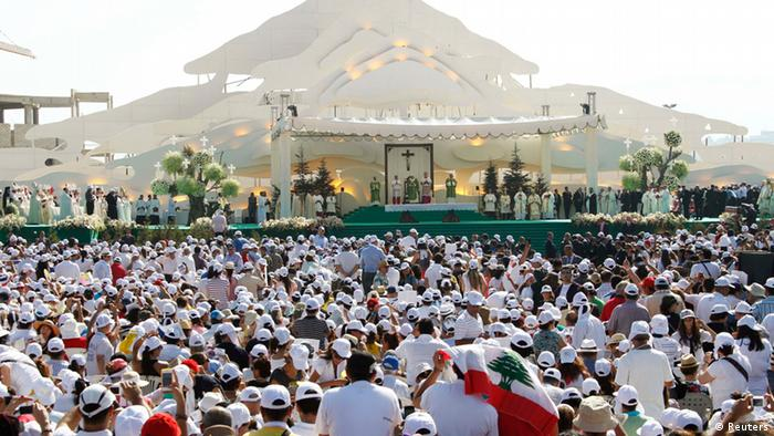 Faithfuls attend an open air mass conducted by Pope Benedict XVI at Beirut City Centre Waterfront, September 16, 2012. REUTERS/Mohamed Azakir (LEBANON - Tags: RELIGION)