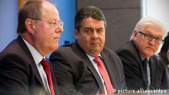 Steinbrück (L) with Gabriel and Steinmeier (R). Photo: +++(c) dpa - Bildfunk+++