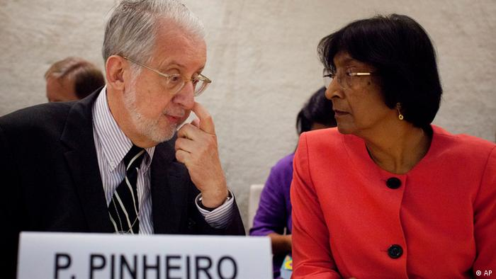 "Brazilian diplomat Paulo Sergio Pinheiro, left, taks to UN High Commissioner for Human Rights Navi Pillay before delivering the report of the Independent Commission of Inquiry on Syria during to the Human Rights Council at the United Nations in Geneva, Switzerland, Monday, Sept. 17, 2012. An increasing number of ""foreign elements"" including jihadis are now operating in Syria, an independent U.N. panel confirmed Monday in its first report to say that outside ""terrorists"" have joined a war spiraling out of control. (Foto:Anja Niedringhaus/AP/dapd)"
