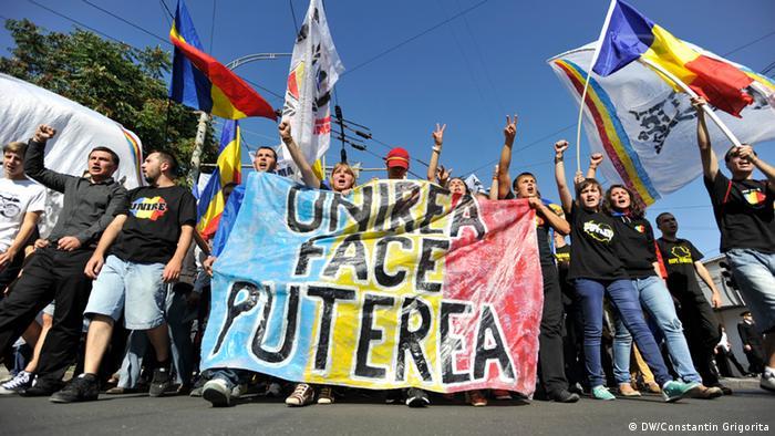 Militanţi în favoarea unirii Republicii Moldova cu România