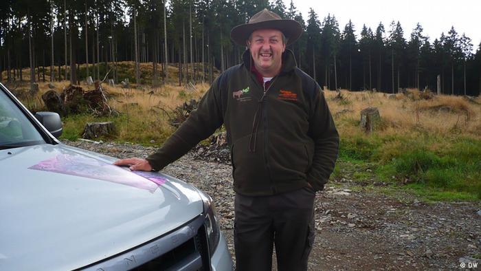 Wisent-Ranger Jochen Born kümmert sich um beide Herden Copyright: DW/Brigitte Osterath