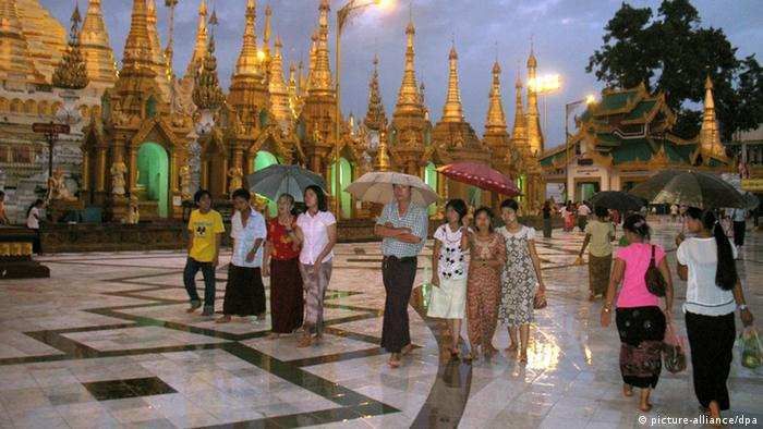 The Shwedagon Pagoda in Rangoon, is one of the most important cultural heritage sites and a number-one tourist attraction (Photo: Christiane Oelrich13.10.2008 +++(c) dpa - Bildfunk+++)
