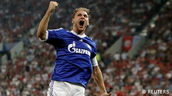 Schalke 04's Benedikt Howedes celebrates after scoring against Olympiakos during their Champions League Group B soccer match at Karaiskaki stadium in Piraeus, near Athens September 18, 2012. REUTERS/Yorgos Karahalis (GREECE - Tags: SPORT SOCCER)