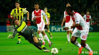Ajax Amsterdam's Ryan Babel (R) tries to score against Borussia Dortmund's Roman Weidenfeller (L) during their Champions League Group D soccer match in Dortmund September 18, 2012. REUTERS/Ina Fassbender (GERMANY - Tags: SPORT SOCCER)