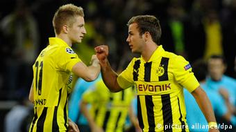 Dortmunds Marco Reus (L) and Mario Goetze are seen prior the UEFA Champions League group D soccer match Borussia Dortmund vs. Ajax Amsterdam at BVB stadium in Dortmund, Germany, 18 September 2012. Photo: Marius Becker dpa/lnw