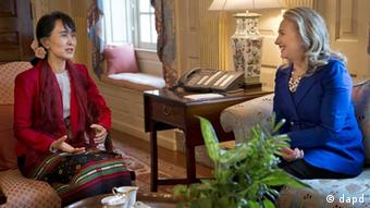 US Secretary of State Hillary Rodham Clinton, right, meets with Myanmar democracy leader Aung San Suu Kyi at the State Department on Tuesday, Sept. 18, 2012 (Photo: Evan Vucci/AP/dapd)