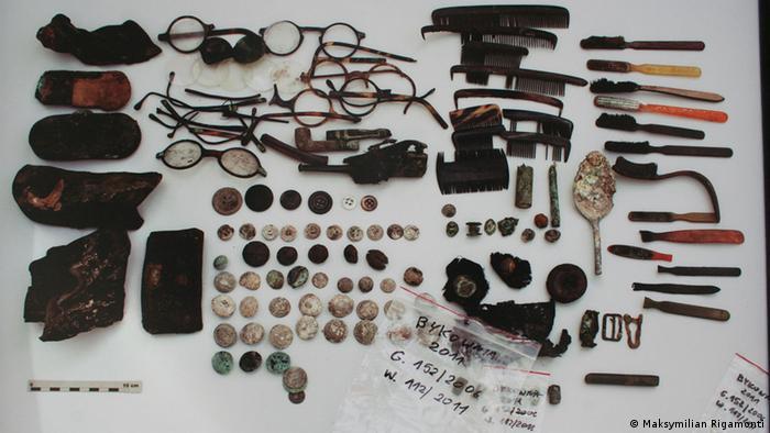 Знайдені у Биківні предмети, що належали польським офіцерам