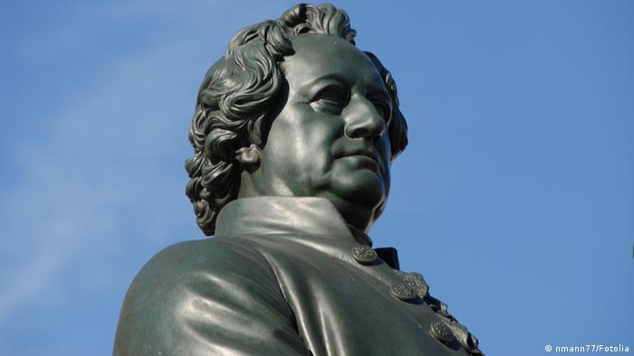 Johann Wolfgang Goethe (1749-1832), Denkmal vor dem Nationaltheater Weimar