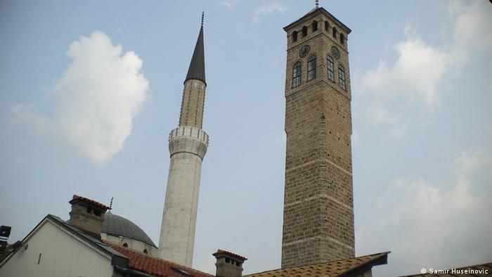 Къде преминава границата: минаре на джамия до камбанария на католическа църква в Сараево