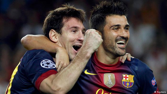 Barcelona's Lionel Messi (L) is congratulated by team mate David Villa after scoring his second goal against Spartak Moscow during their Champions League Group G soccer match at Nou Camp stadium in Barcelona, September 19, 2012. REUTERS/Gustau Nacarino (SPAIN - Tags: SPORT SOCCER)
