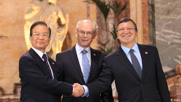 Chinese Premier Wen Jiabao, left, is greeted by European Commission President Jose Manuel Barroso, right, and European Council President Herman Van Rompuy during an EU-China summit in Brussels on Thursday, Sept. 20, 2012. (AP Photo/Olivier Hoslet, Pool)