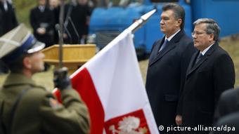 Янукович і Коморовський у Биківні. Архівне фото