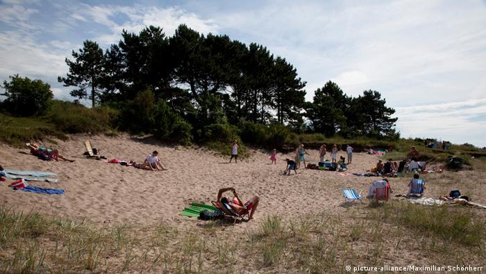 Sunbathers at a beach on Gotland am 27.07.2010. Foto: Maximilian Schönherr pixel