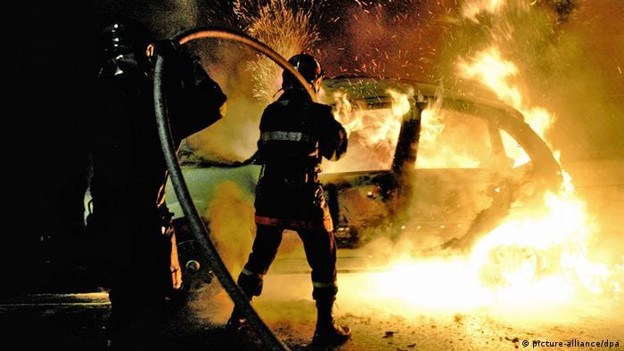 Zapaljen automobil u Banlieuesu 2005.