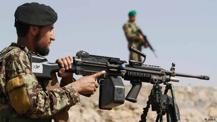 In this Thursday, May 17, 2012 photo, an Afghan National Army soldier aims his rifle on the outskirts of Kabul, Afghanistan. Photo:Rahmat Gul/AP/dapd)