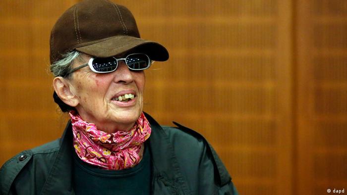 Die wegen mehrfachen Mordes angeklagte mutmassliche Terroristin Sonja Suder im Verhandlungssaal des Frankfurter Landgerichts (Foto: dapd)