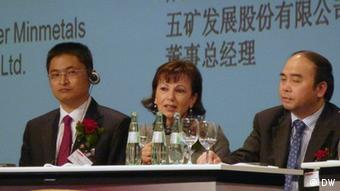 Wassner with two Chinese businessmen in a panel discusssion Photo. Zhang Danhong
