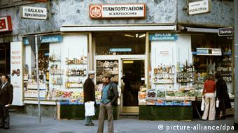 Lebensmittelgeschäft Grieche Griechisch Griechenland Zuwanderer Bahnhofsviertel Kiosk Frankfurt am Main