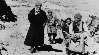 1959 Lhasa the 14th Dalai Lama escapes to India
