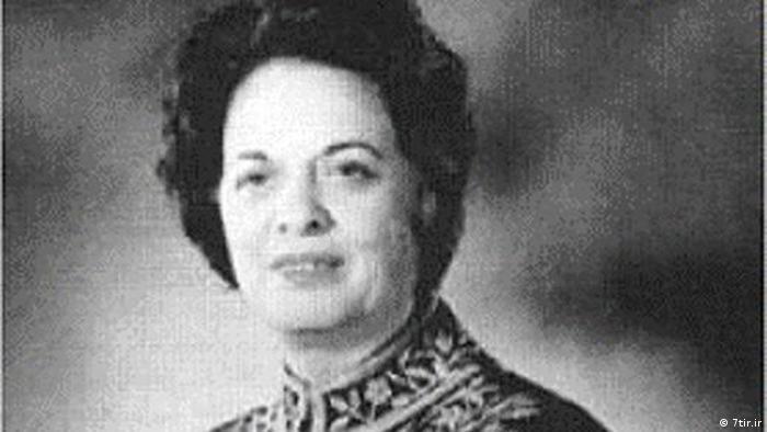 فرخ رو پارسا، دختر فخرآفاق پارسا فعال حقوق زنان، نخستین زنی بود که در دوران حکومت پهلوی به مقام وزارت رسید. او وزیر آموزش و پرورش در دو کابینه امیرعباس هویدا بود. او را پس از انقلاب ۵۷ به حکم دادگاه انقلاب اسلامی به ریاست صادق خلخالی به عنوان مفسد فی الارض اعدام کردند.
