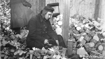 A Soviet forced laborer (photo: Bundesarchiv)