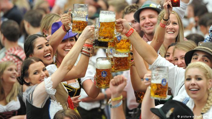 """ألمانيا: انطلاق فعاليات """"مهرجان البيرة"""" الأكبر في العالم بمدينة ميونيخ (فيديو)"""