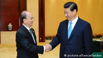 NANNING, Sept. 21, 2012 (Xinhua) -- Chinese Vice President Xi Jinping (R) meets with Myanmar President U Thein Sein in Nanning, capital of south China's Guangxi Zhuang Autonomous Region, Sept. 21, 2012. (Xinhua/Xie Huanchi) (lfj) XINHUA /LANDOV Keine Weitergabe an Drittverwerter.