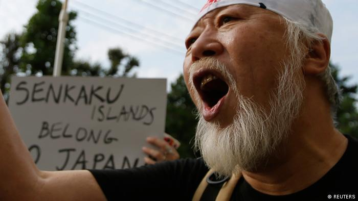 A man shouts slogans during an anti-China rally in Tokyo September 22, 2012. A flare-up in a diplomatic row over the uninhabited islands, called Diaoyu in China and Senkaku in Japan, has triggered mass protests in China and heightened maritime tension as Chinese boats approached waters claimed by Japan. REUTERS/Toru Hanai (JAPAN - Tags: CIVIL UNREST POLITICS)