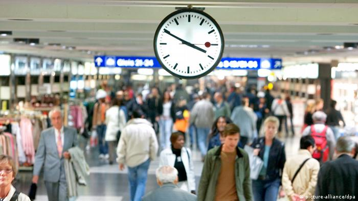 epa03405193 (FILE) A file picture dated 29 September 2005 shows commuters walk under a Swiss railroad station clock at Zurich main station in Switzerland. Swiss Federal Railways has accused Apple of stealing the design of its iconic clock, as media reported on 20 September 2012. The clock icon that appear in the new clock icon within iOS 6 on the iPad operating system looks just like the timepieces that grace Swiss train stations. The rail company is now seeking financial compensation. EPA/GAETAN BALLY