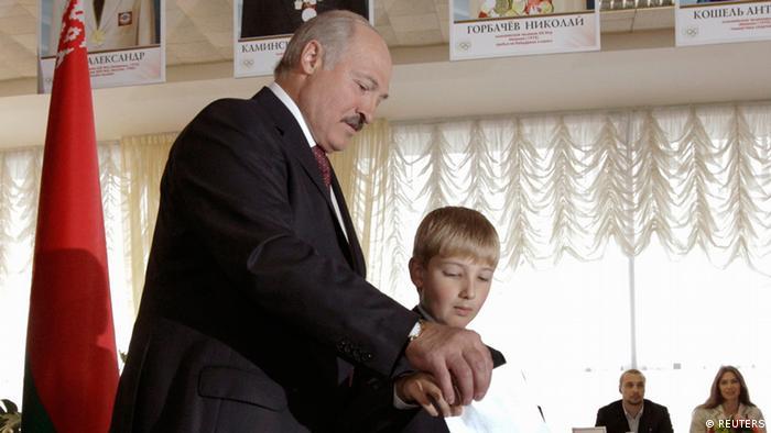 Parlamentswahlen in Weißrussland Lukaschenko mit Sohn