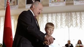 Выборы в Беларуси. Президент Александр Лукашенко с сыном