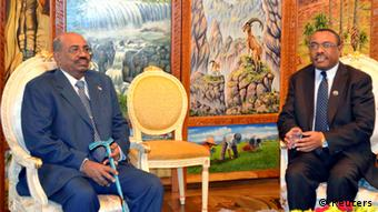 Sudan's President Omar Hassan al-Bashir (L) meets his host, the new Ethiopian Prime Minister Hailemariam Desalegn, at the Palace in capital Addis Ababa September 23, 2012. Leaders from Sudan and South Sudan will meet on Sunday for the first time in a year to try to agree on border security so that South Sudan can start exporting oil again, a lifeline for both economies. REUTERS/Tiksa Negeri (ETHIOPIA - Tags: POLITICS BUSINESS CIVIL UNREST)