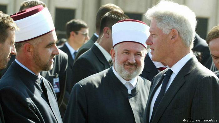 Klinton za vrijeme posjete Srebrenici (1995)