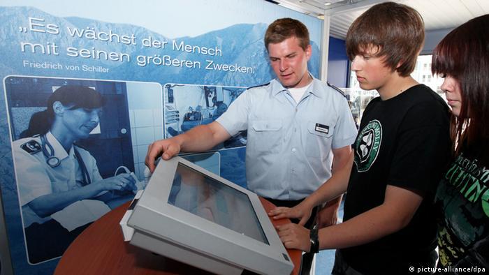 Bundeswehr recruitment (picture-alliance/dpa)