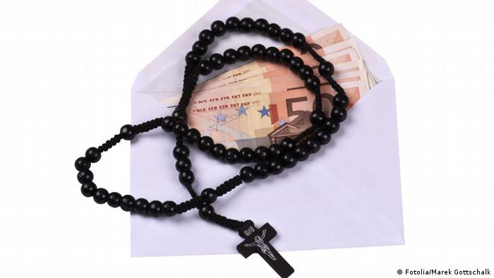 euro bills and rosary (Fotolia/Marek Gottschalk)