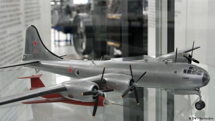 Витрина с моделями самолетов, над созданием которых бывшие инженеры фирмы ''Юнкерс'' работали в Советском Союзе
