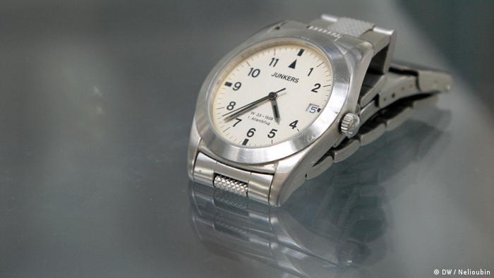 Памятные часы, выпущенные по случаю первого беспосадочного перелета из Европы в Америку на Junkers W 33 в 1928 году