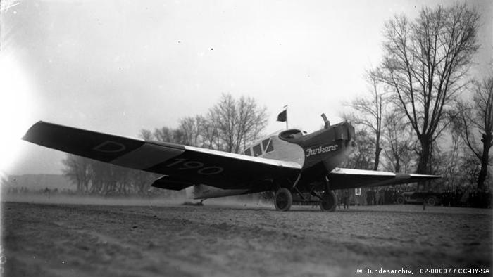 Старт самолета Юнкерса модели F 13 с первым президентом Германии Фридрихом Эбертом, 1923 год