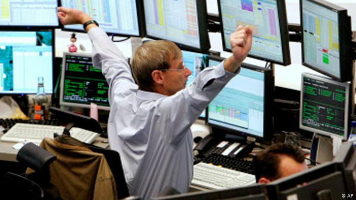 Man working at the stock market. (DW)