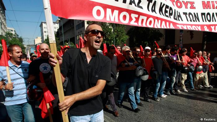 Supporters of the Greek Communist party march to the parliament during a 24-hour labour strike in Athens September 26, 2012. Flights and trains were suspended, shops pulled down their shutters and hospitals worked on emergency staff on Wednesday in Greece's first big anti-austerity strike since a coalition government took power in June. REUTERS/John Kolesidis (GREECE - Tags: POLITICS BUSINESS EMPLOYMENT CIVIL UNREST)