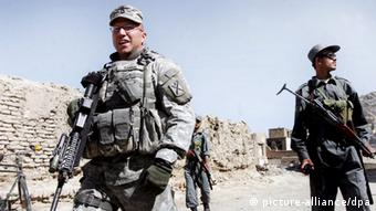US soldier and Afghan police patrol in Kabul (Photo: EPA/SYED JAN SABAWOON)