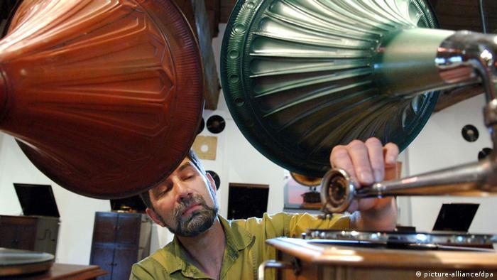 Schellack-Platte Grammophon (picture-alliance/dpa)