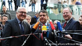 Sigmar Gabriel, Frank Walter Steinmeier, Peer Steinbrueck at a press conference in Berlin on 15 May 2012 [ Rechtehinweis: Verwendung weltweit, usage worldwide ]