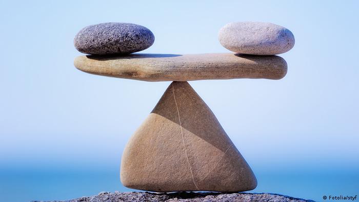 Symbolbild Waage Balanceakt