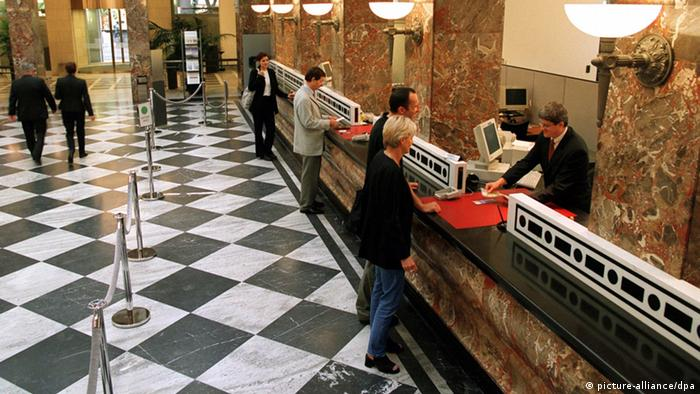 Europeans scramble for bank access due to US threats