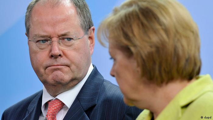 Në foto, Steinbrück und Merkel